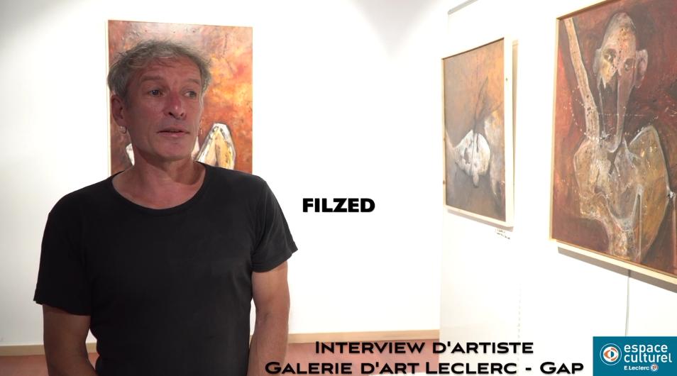 Artiste peintre Filzed expose dans la galerie d'art Leclerc à Gap